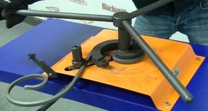 Инструмент M3-V1 понадобится мастеру для загибки кованых завитков.