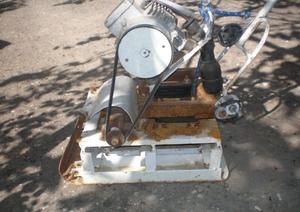 Самодельная виброплита позволяет выровнять почву и сэкономить на оборудовании.