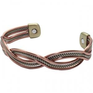 Кому советуют носить магнитные браслеты