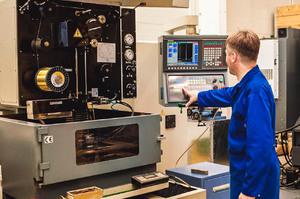 Электроэрозионные станки позволяют получать любую форму детали, вне зависимости от твердости обрабатываемого материала
