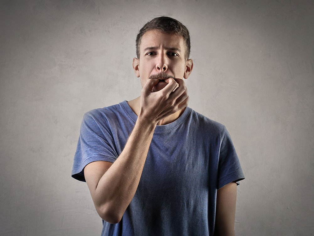 Не свисти – денег не будет: 5 причин не игнорировать примету