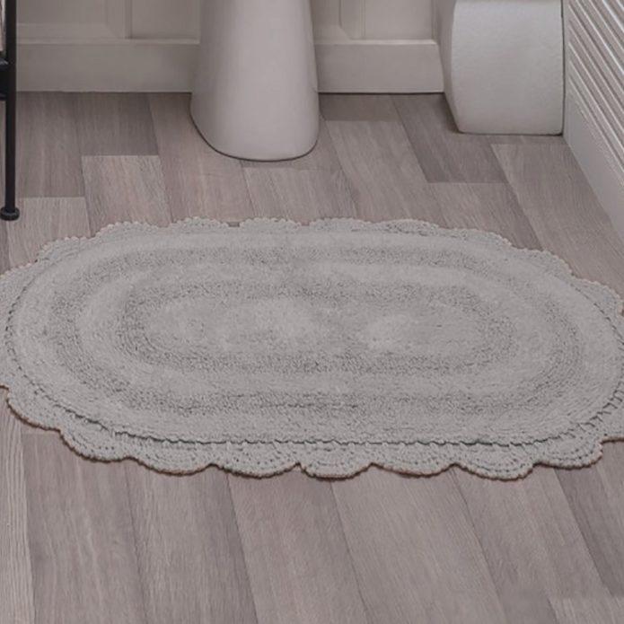 Тканевый коврик в ванной