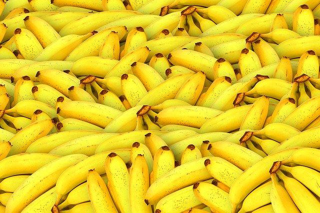 Интересные советы по использованию банановой кожуры в быту