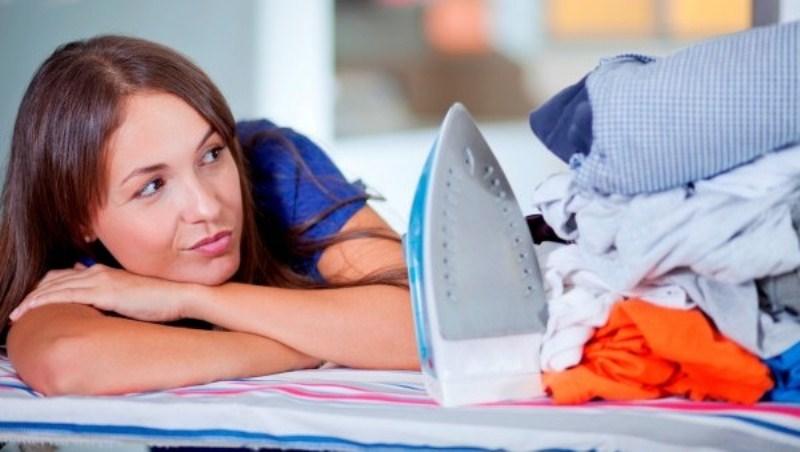 Как разгладить мятую одежду без утюга