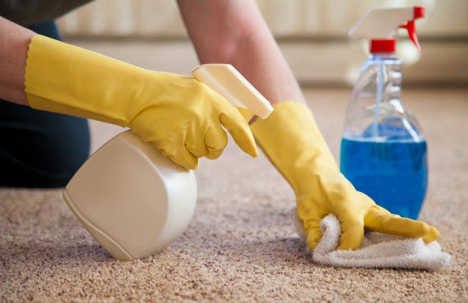Как легко очистить ковер дома недорогими средствами