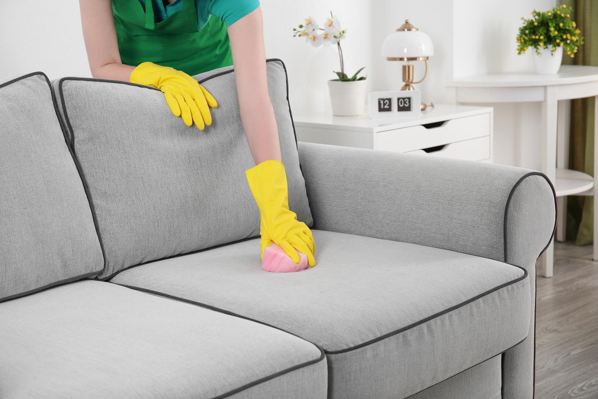Как легко, быстро и эффективно очистить мягкую мебель от пятен с помощью уксуса