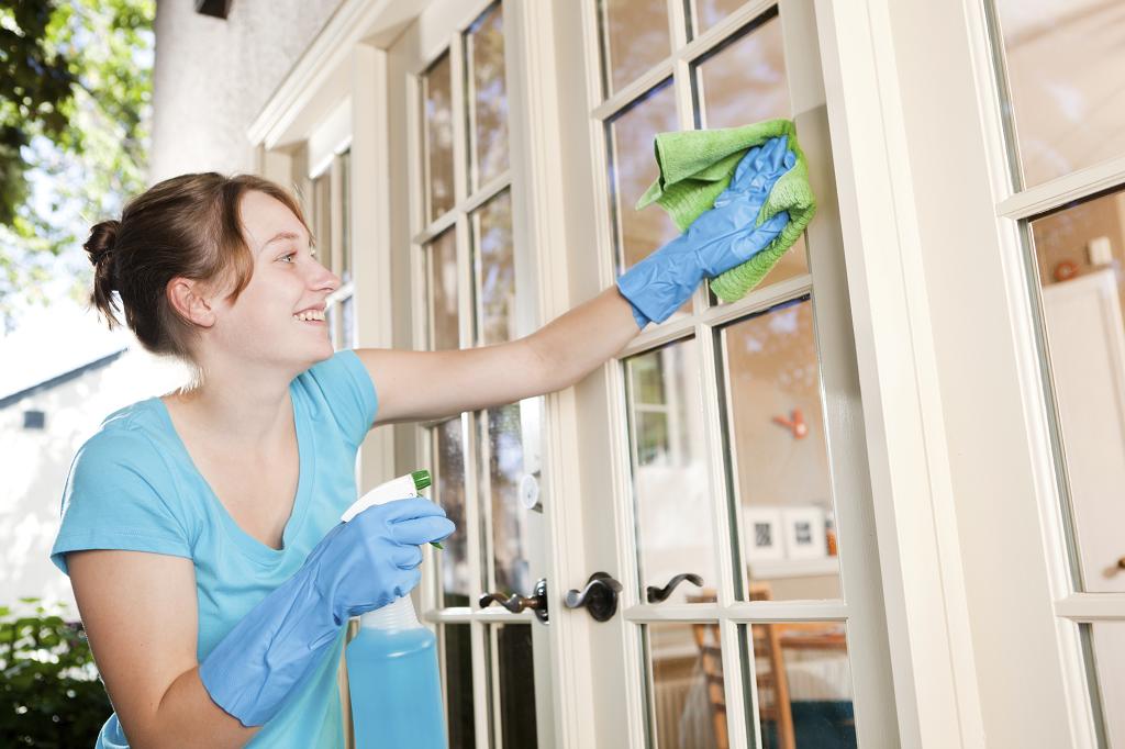 Возвращаем белизну: 8 средств, которые справятся с пожелтевшим пластиком на окнах