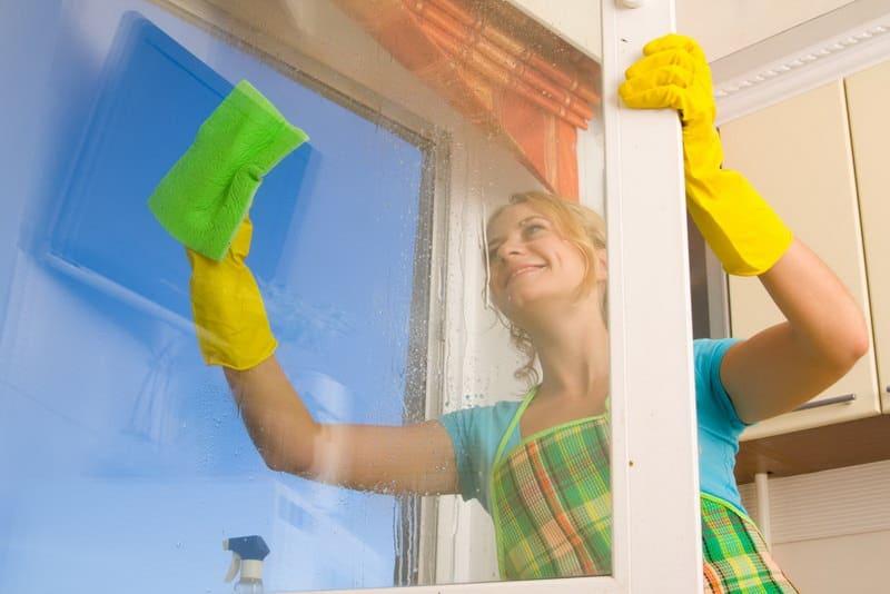 Экспресс-уборка: как помыть окно за 15 минут