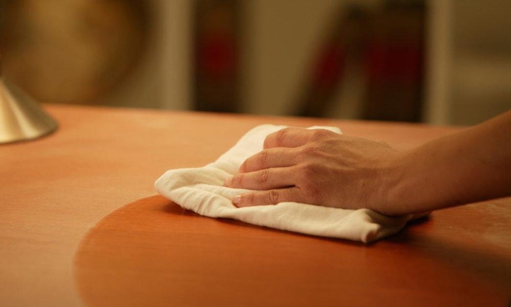 Чтобы убираться реже: 6 лайфхаков, с которыми пыль долго не будет садиться на поверхность