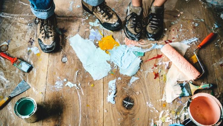 8 средств, которые помогут убрать запах краски во время ремонта и после него