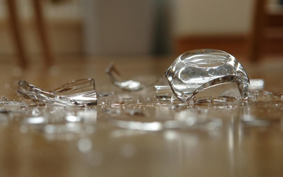 Если разбились духи: 5 средств быстро избавиться от запаха парфюма в квартире