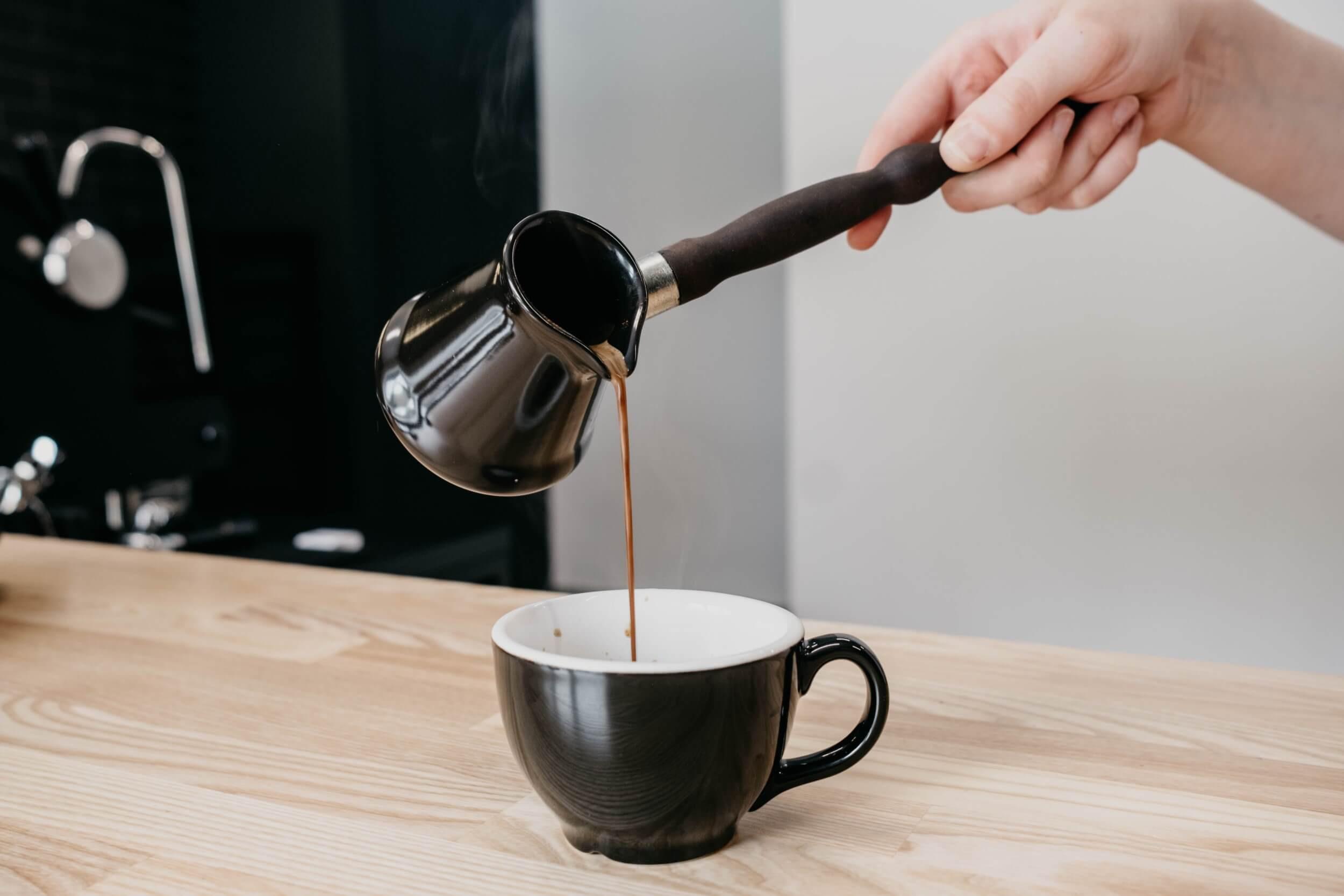 Для кофеманов: 4 средства для быстрой очистки медной турки