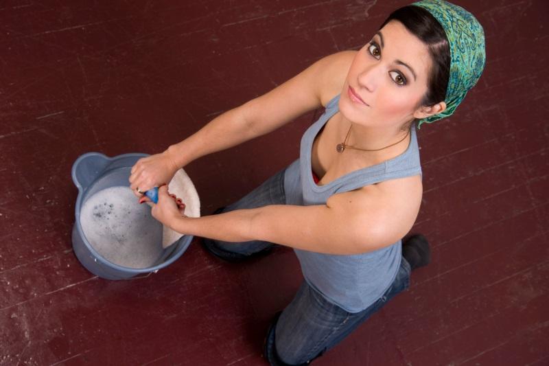 5 случаев, в которых приметы запрещают нам мыть полы дома