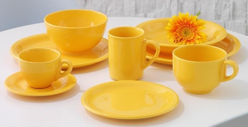 Желтая тарелка