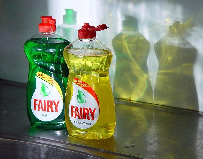4 полезные вещицы из бутылки от средства для мытья посуды: не хуже, чем мелочи из ИКЕА