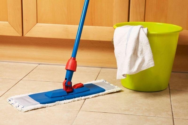 Как помыть пол и не накликать беду, если вы суеверный человек