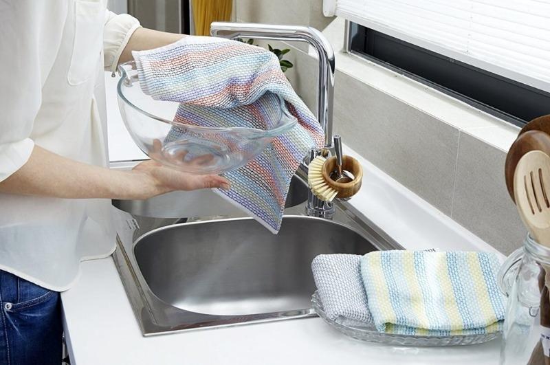 Возвращаем первоначальное состояние: 6 подручных средств для замачивания кухонных полотенец