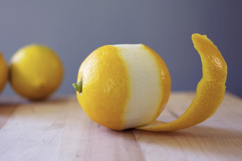 На что способна кожура лимона, почему не стоит ее выбрасывать