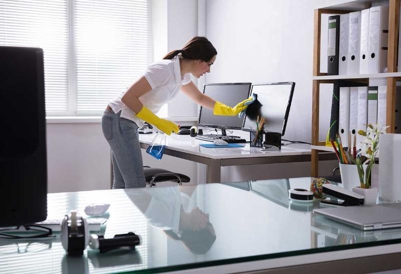 6 вещей, от которых надо избавляться каждую неделю во время уборки