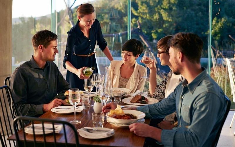 5 вещей, которые лучше не делать по приметам, когда вы в гостях