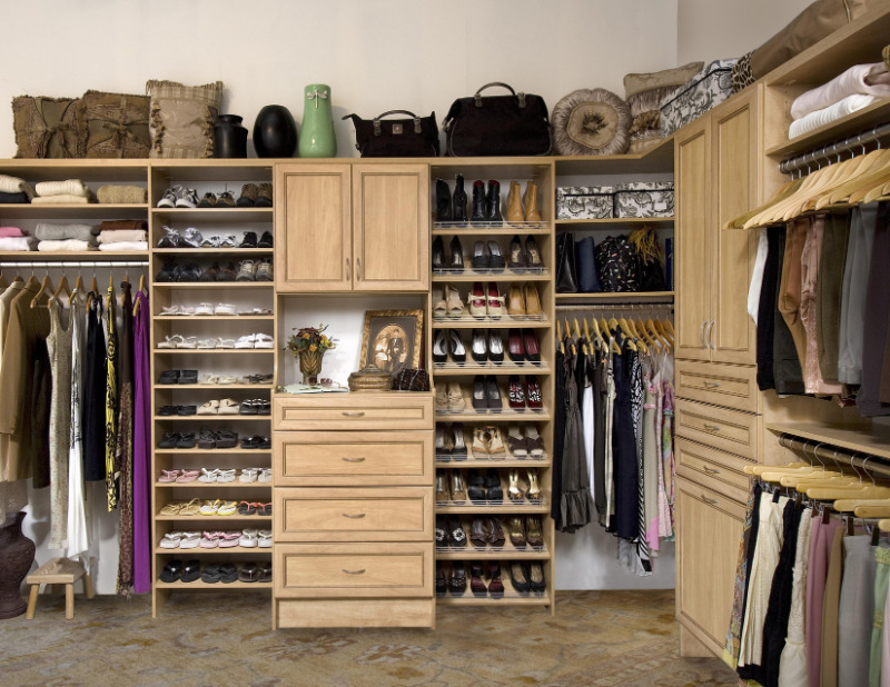 Как правильно убрать зимнюю одежду и обувь на хранение, чтобы они не потеряли свой внешний вид