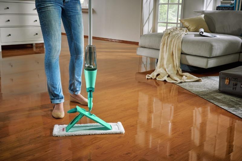 5 хитростей уборки ламината, которые помогут забыть о разводах на покрытии