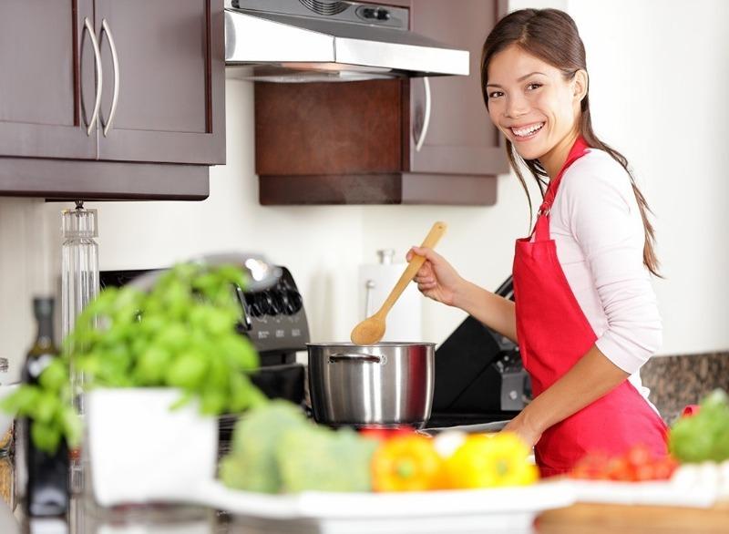 Зачем нужен сотейник: 3 важных отличия от сковородки