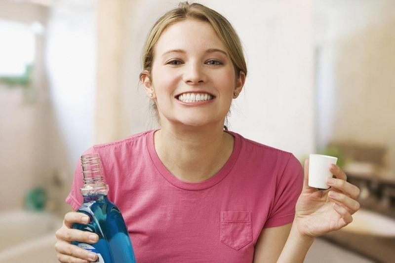 10 бытовых проблем, с которыми легко справится ополаскиватель для полости рта