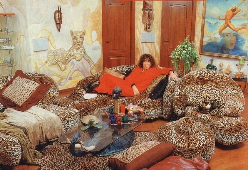 Где проживает Валерий Леонтьев, и почему его жилье называют «леопардовым»