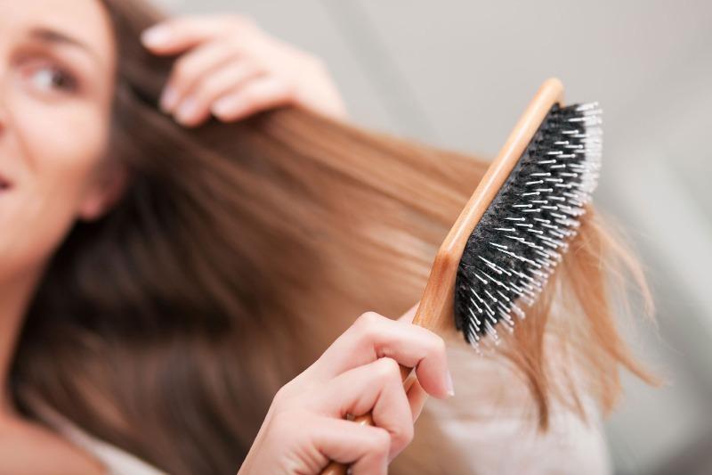 Чистая расческа — здоровые волосы: как почистить расческу без труда