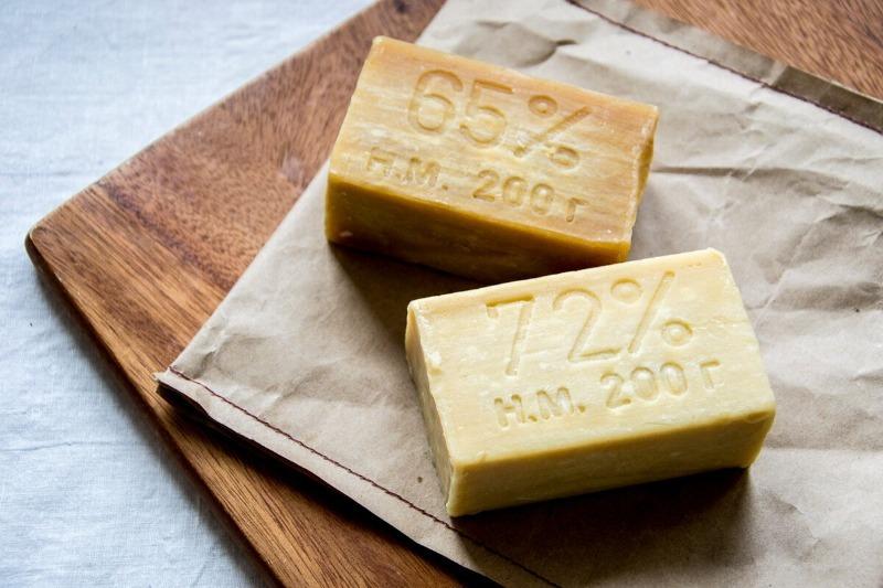 Сплошная польза: 12 способов применения хозяйственного мыла в быту