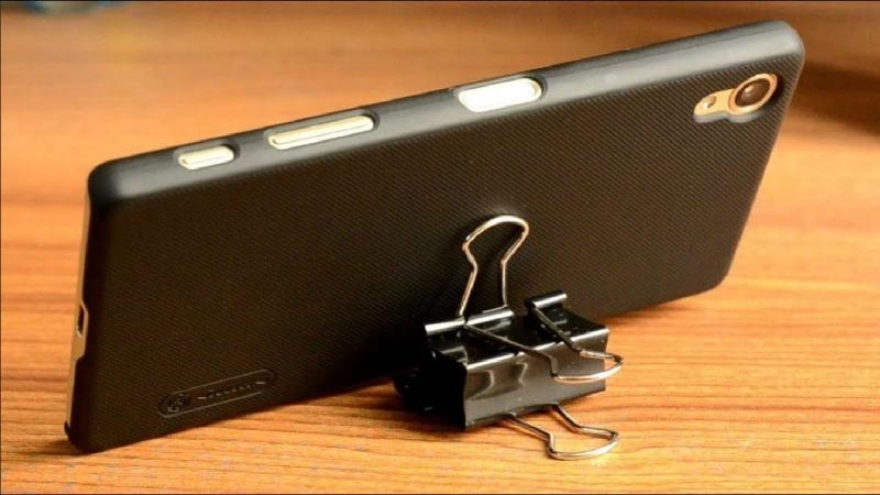 Подставка для телефона из канцелярского зажима