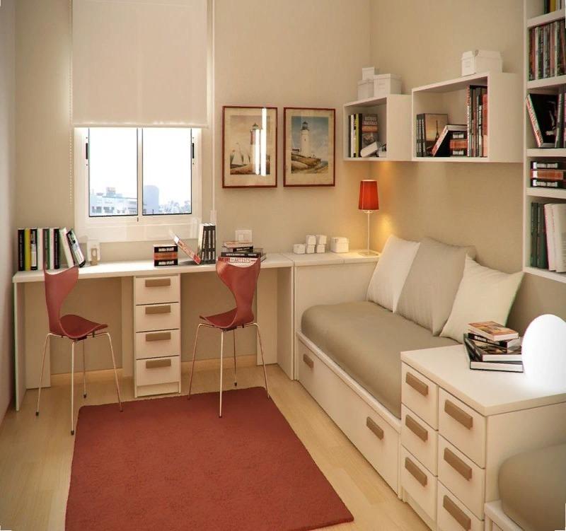 Кабинет с мебелью вдоль стен