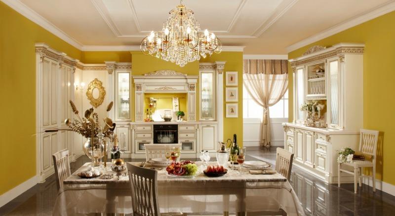 Кухня с люстрой