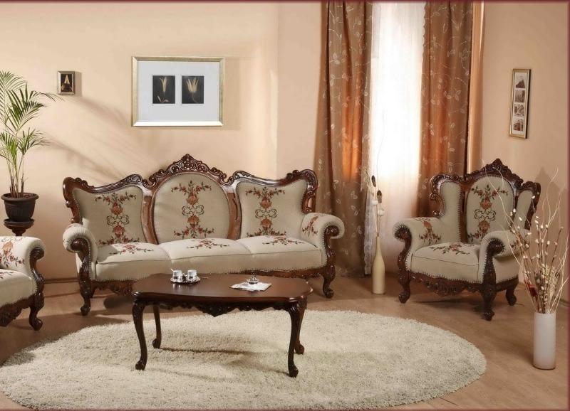Диван и кресла в одном стиле
