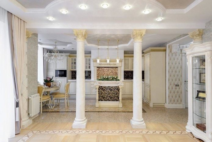 квартира с колоннами