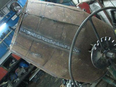 Бетономешалка на основании с приводным механизмом