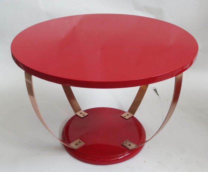 красный стол овальной формы