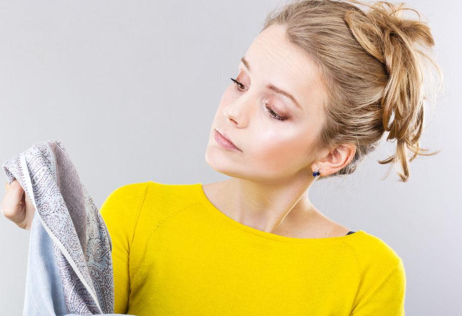 Что-то пошло не так: как отмыть старое пятно от краски для волос с одежды